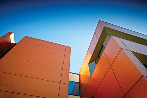 Create architectural facades and roofs in different colours with Benchmark Evolution from Kingspan.