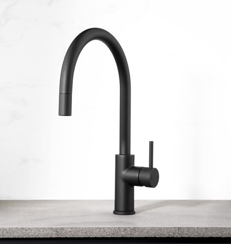 The Pegasi pull-out kitchen mixer by Faucet Strommen in matt black.