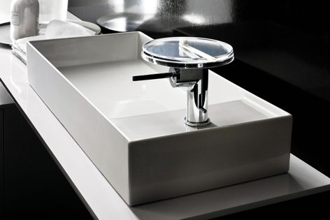 The Disc mixer features a disc that sits atop the tap and doubles as a shelf for holding accessories.