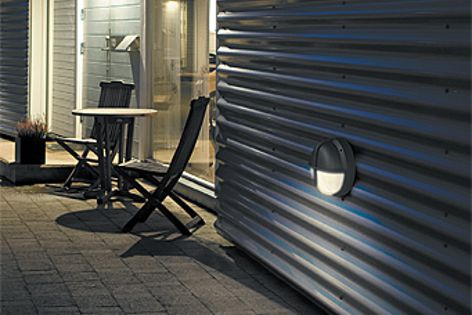 The polycarbonate diffuser of the Eyekon light makes it ideal for outdoor use.