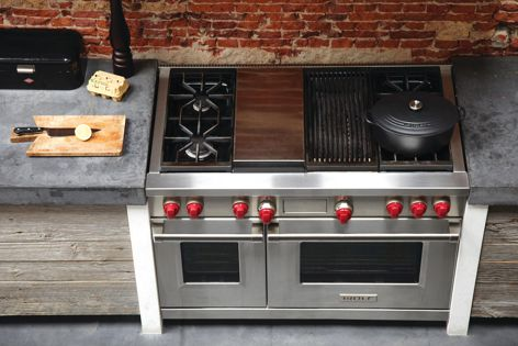 Wolf dual fuel ovens feature a combination of gas burners, teppanyaki griddle and char grill.