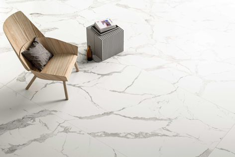 Maximum's Venato porcelain panels feature a cool-grey vein structure and sharp, white background.