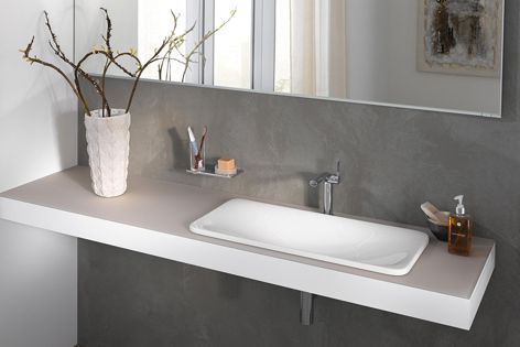 Edition 400 washbasins feature a contemporary sculptural appearance and are easy to clean. They are available at Rogerseller.