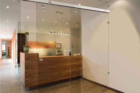 The DORMA CS 80 Magneo automatic sliding door with low-energy mode.