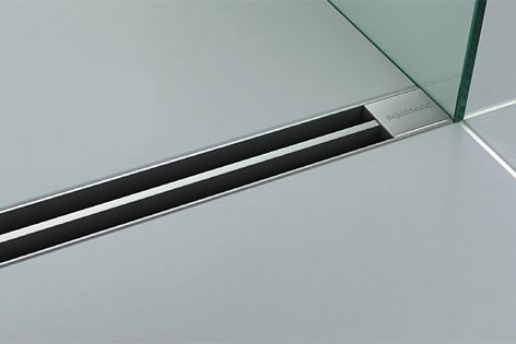 The Blade shower drain by Aquabocci is available in the colours matt black, titanium or GT Silver.
