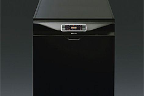 The Smeg DWAFI152XT dishwasher.