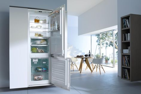The KFNS 37692 iDE integrated fridge/freezer from Miele.