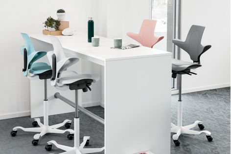 Håg Capisco Puls by Flokk is designed to be flexible and eco-friendly and is available in eight different colours.