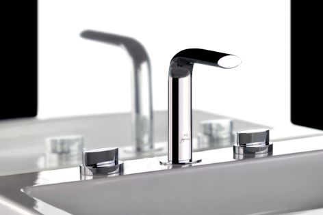 Three slits in the top of the AG basin set's spout create a luxurious sheet-flow water effect.