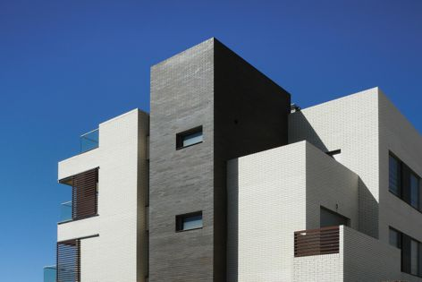 La Paloma bricks enable the creation of facades with striking contrasts or more traditional neutral colour tones.