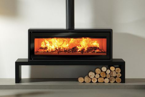 The Stovax Riva Studio 3 freestanding wood-burning fire has a high burning efficiency and is ideal for large homes.