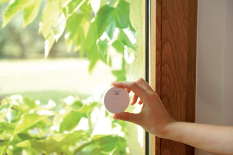 Somfy sensors control blinds, sunscreens or roller shutters for optimum automated sun control.
