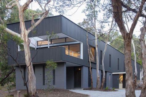 Airey's Inlet House by architect Alan Lamb features Stramit Longspan. Photography: Robert Ashton.