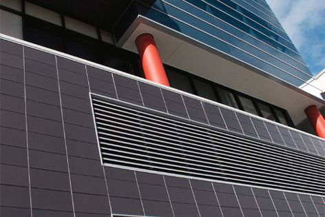 Terraçade TN creates a cavity outside the load-bearing wall for natural ventilation.